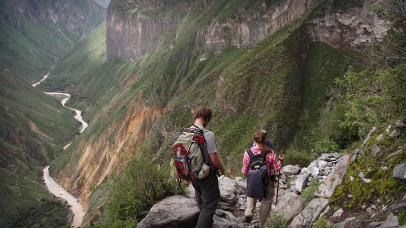 Trekking: Arequipa – Colca canyon – Cabanaconde – Oasis – Arequipa or Puno <span>2D/1N</span>